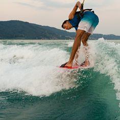 Mesle Splash Disc red, Action image, wakesurfing