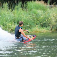 MESLE Kneeboard Whizz red, at the Cable Park